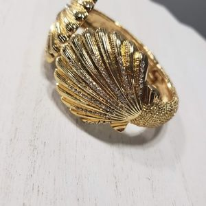 Lilly Pulitzer Jewelry - Lilly Pulitzer Seashell Crystal Hinged Bracelet